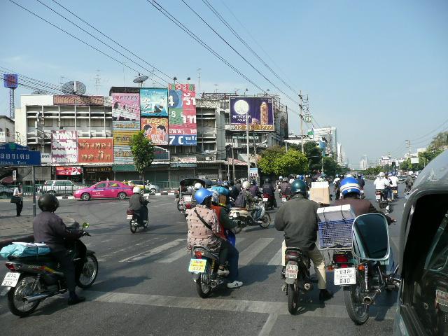 バンコク市内バイク.jpg